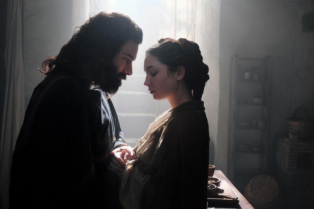 Leonardo, nonostante la pandemia terminate le riprese della fiction Rai con Aidan Turner e Freddi Highmore