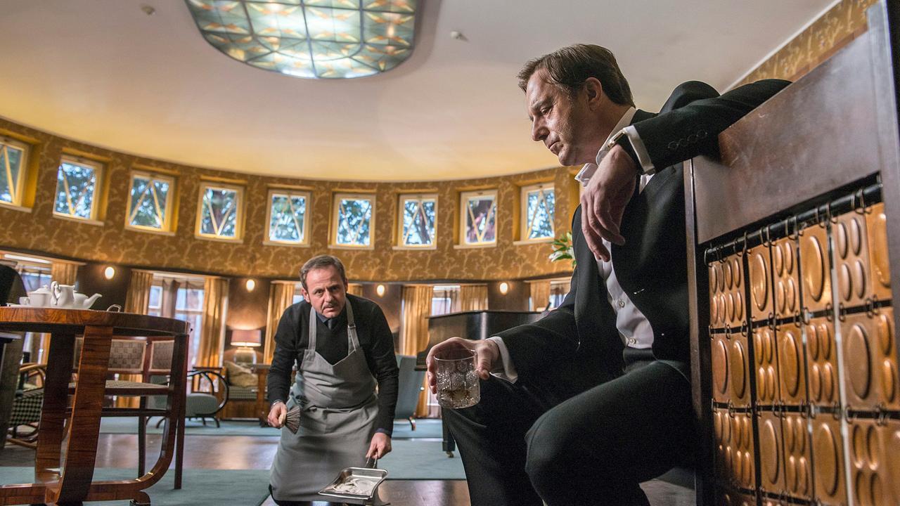 Allmen e le libellule, la trama del primo film della trilogia del nobile furfante su Rai Premium