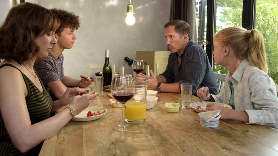 Tutto in Famiglia la trama del film stasera su Rai Premium domenica 22 novembre