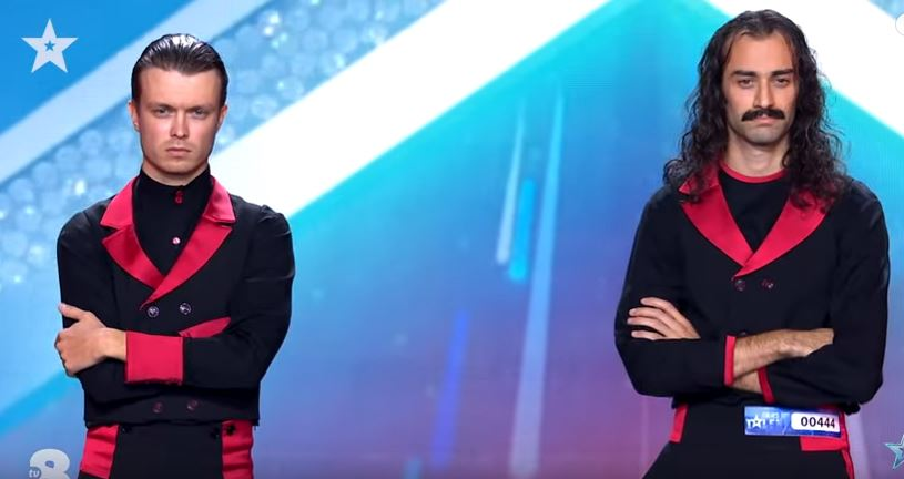 Italia's Got Talent 2021 The Demented Brothers dividono con il loro fazzoletto