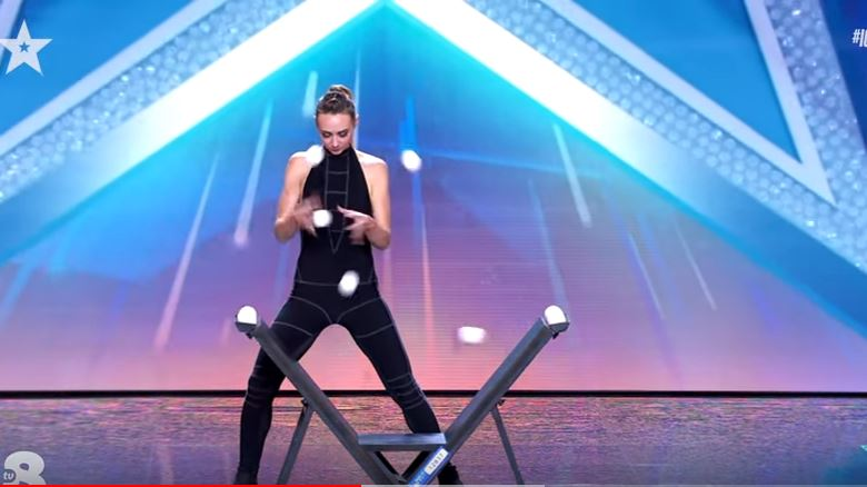Italia's Got Talent 2021 Kateryna ipnotizza con la giocoleria (video)