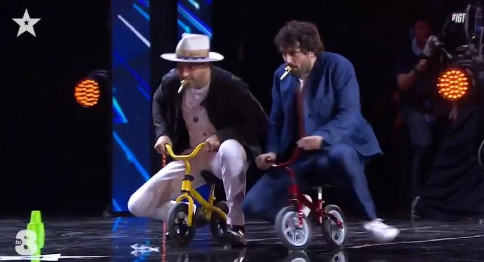 Italia's Got Talent 2021, il mago del teatro, il fischio polifonico la corsa di Joe e Frank col kazoo (video)