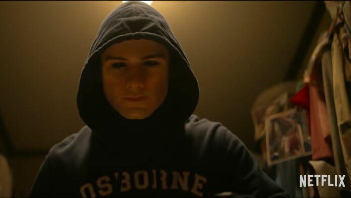 Il killer in una scena di C'è qualcuno in casa tua