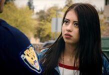 Amber Midthunder in una scena di Solo Mia