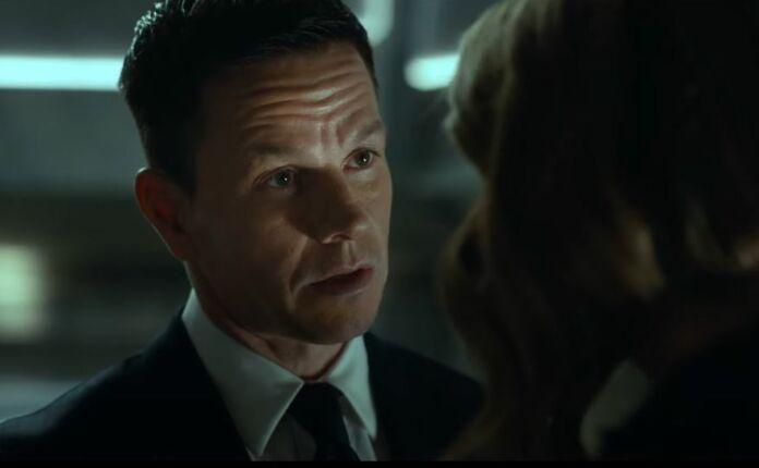 Mark Wahlberg in una scena del film Infinite